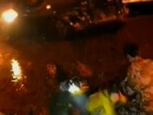 皮卡车失控坠河 车内两人及时获救
