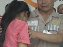 """宜昌监狱""""开门"""" 铁牢里的拥抱"""
