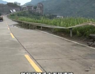 秭归强降雨 G348国道抢修难度大