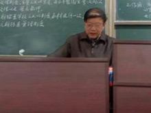 大学教授坚持板书47年 所教学生练字成风
