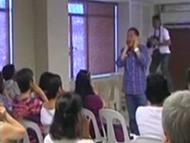 菲律宾:大笑瑜伽释放压力能治病