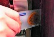 快过年了小心点 塑料片就能撬开防盗门
