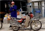 夜明珠路摩托车非法载客安全令人堪忧
