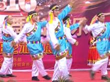 风景区里响舞曲 众人齐跳广场舞