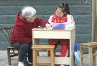 八旬退休老师闲不住 义务辅导学生十余载