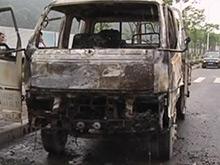 驾驶室突然起火 小货车被烧成空壳