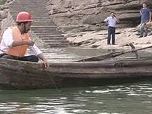 三名高校学生江边玩水 一男生溺水失踪