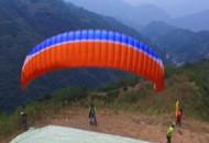 开发滑翔伞旅游 脱贫插上腾飞的翅膀