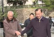 兴山县委书记汪小波看望慰问部分离退休老干部